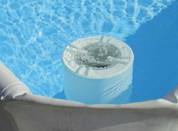 Piscina elevada Pop de Laghetto con skimmer flotante