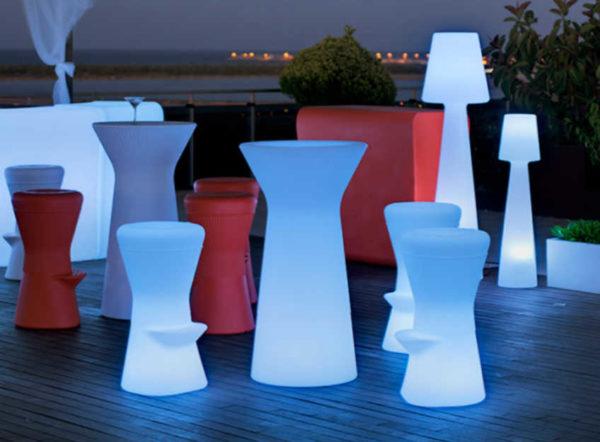 Taburete Corfu y mesa Capri con Luz